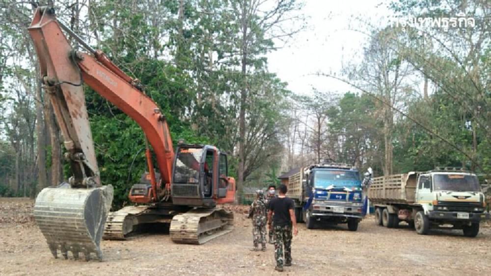 บุกจับลักลอบขนดิน เขตรักษาพันธุ์สัตว์ป่าเขาสนามเพรียง จ.กำแพงเพชร