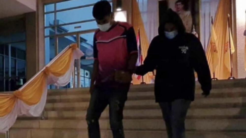 ศาลเยาวชนฯ ปล่อยตัวชั่วคราว 'ครูจุ๋ม -ครูเปิ้ล'