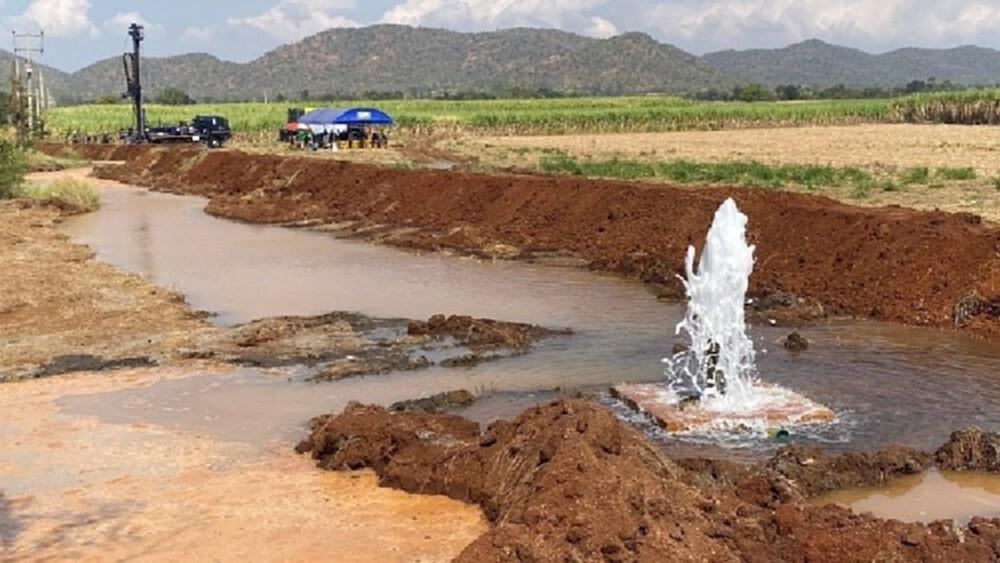 'ในหลวง' ทรงรับ 'โครงการจัดหาน้ำบาดาลขนาดใหญ่แก้ปัญหาภัยแล้ง' ไว้เป็นโครงการอันเนื่องมาจากพระราชดำริ
