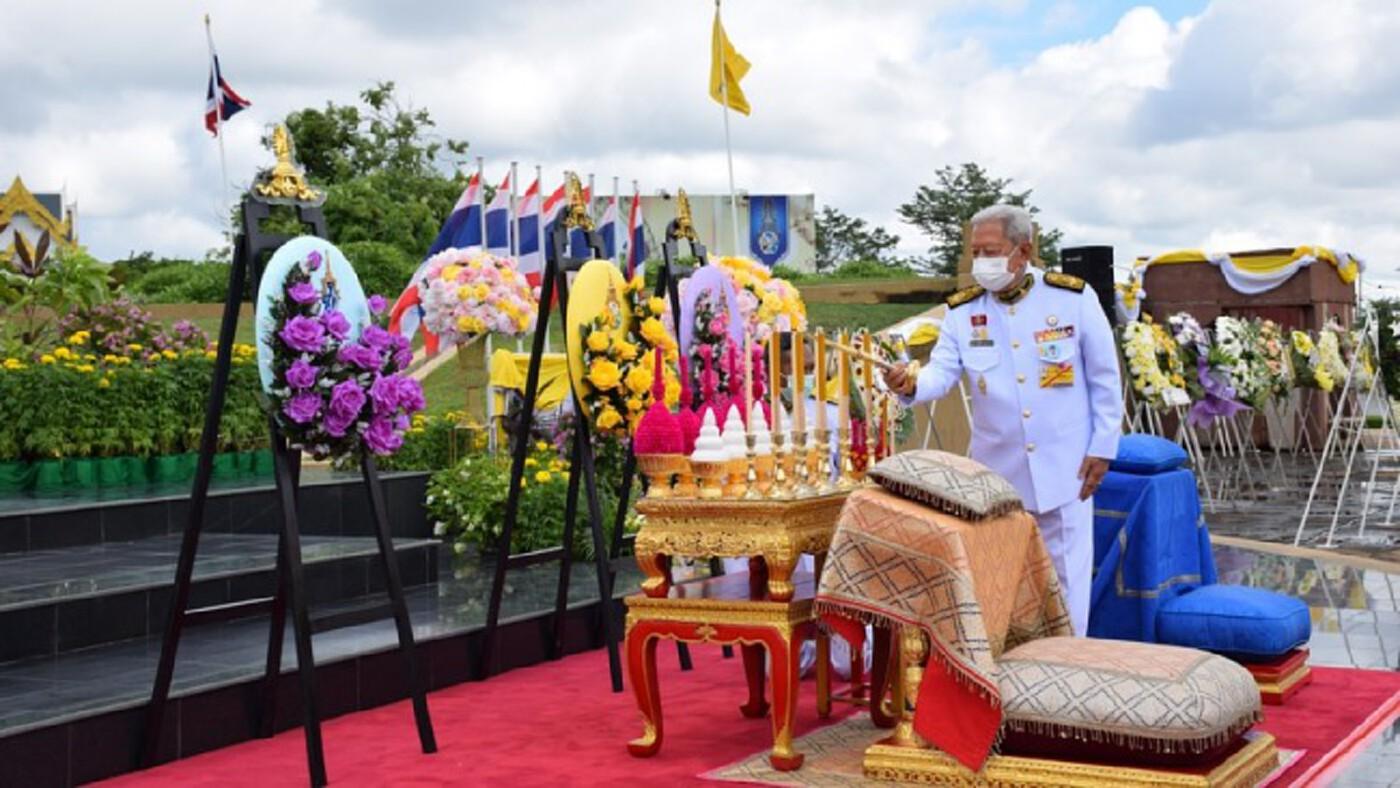 โปรดเกล้าฯ องคมนตรี ถวายราชสักการะ วันคล้ายวันสวรรคต สมเด็จพระนารายณ์มหาราช