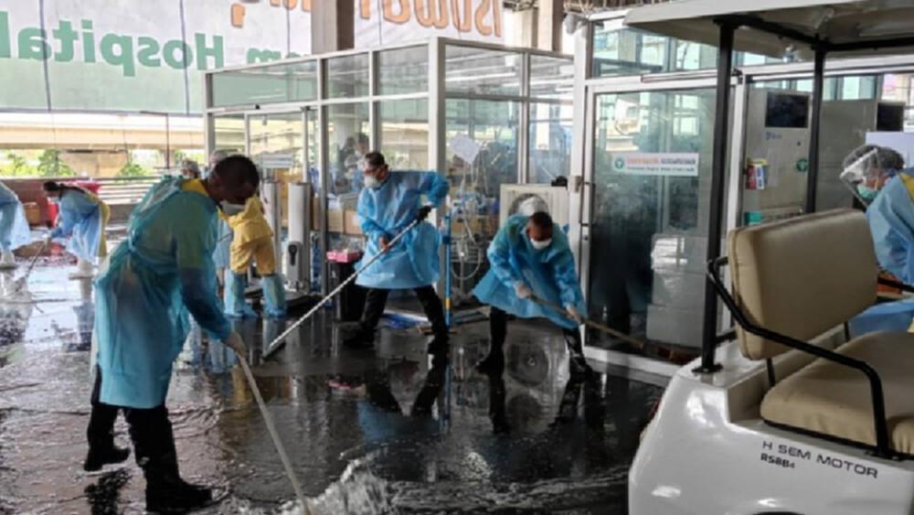 'รพ.บุษราคัม' Big cleaning จุดแรกรับผู้ป่วย พร้อมจัดระบบ Fast track กลุ่มเปราะบาง