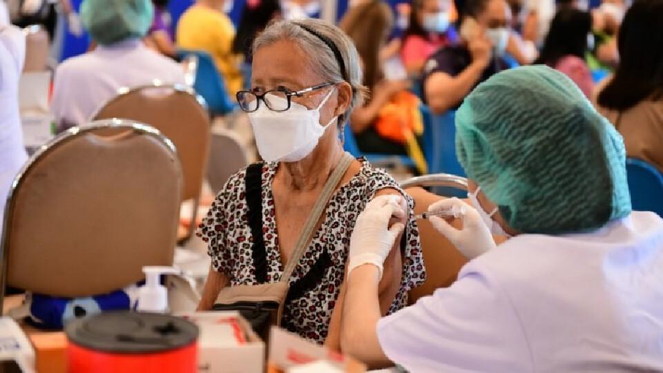 เช็ค! '3 กลุ่มเสี่ยง' รีบ 'ฉีดวัคซีนโควิด'โดยเร็ว ลดเสี่ยงป่วยรุนแรง