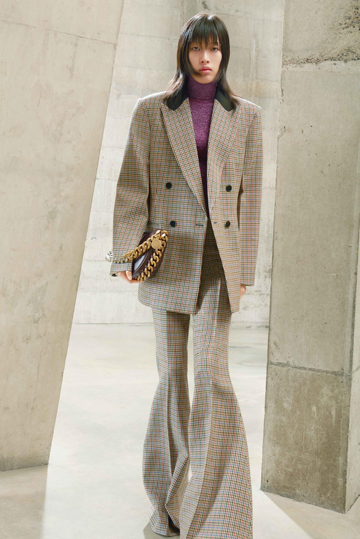 Stella McCartney คอลเลคชั่นกระเป๋าหนังวีแกน...และสายโซ่รีไซเคิล