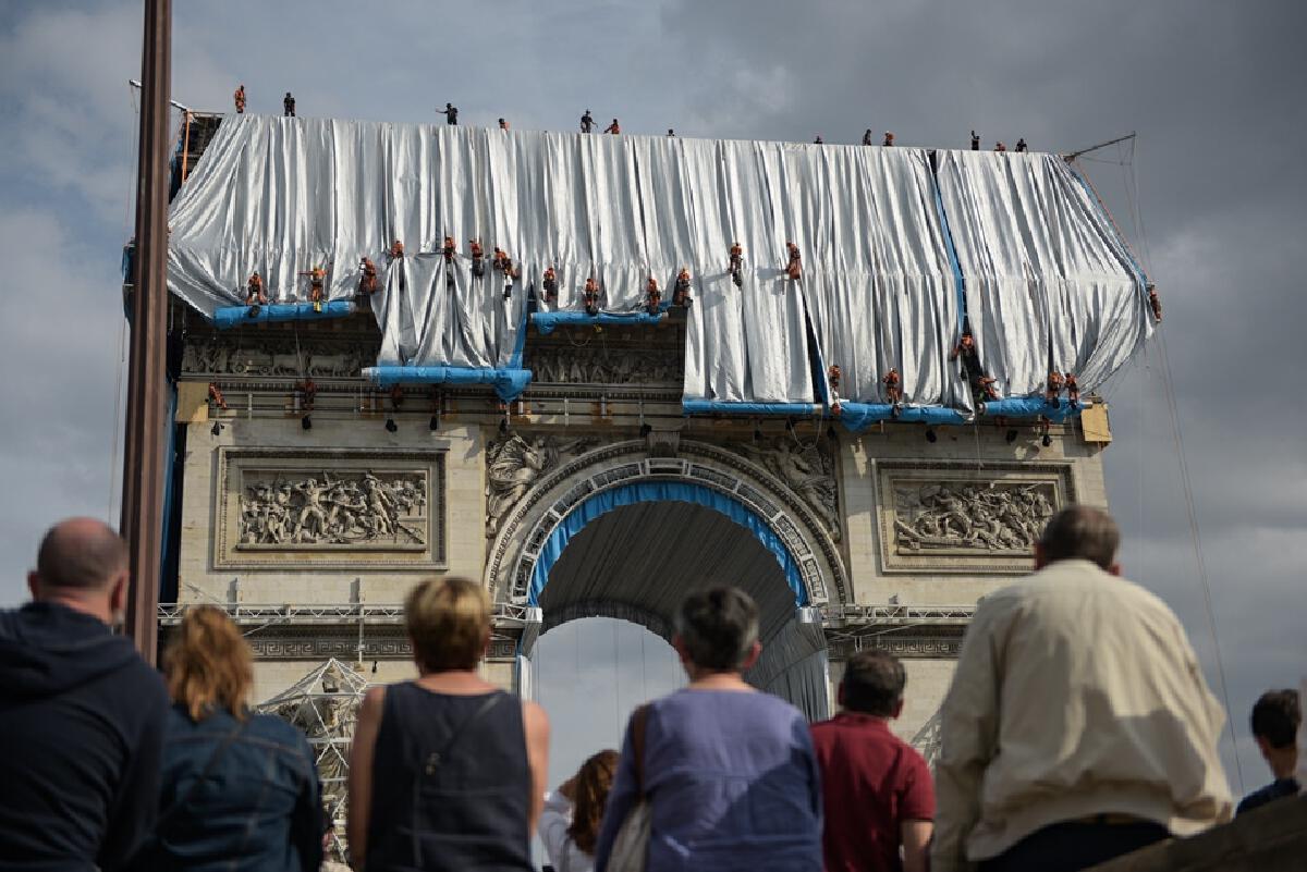 Arc de Triomphe, Wrapped  เมื่อประตูชัยฝรั่งเศสถูกห่อหุ้ม