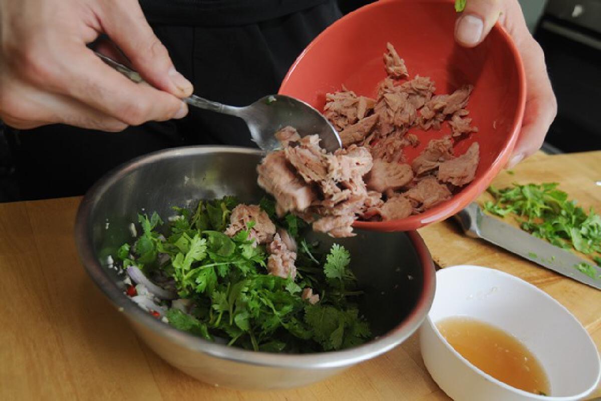 'ยำทูน่า' อาหาร 'ไร้ไขมัน' ดีต่อสุขภาพ