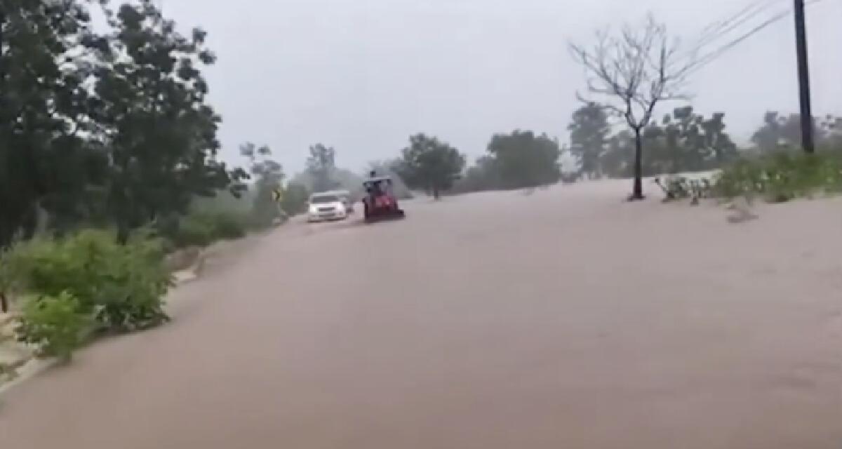"""""""พายุเตี้ยนหมู่"""" ถล่มลพบุรี นาน 12 ชั่วโมง น้ำป่าทะลักท่วมหลายหมู่บ้าน"""