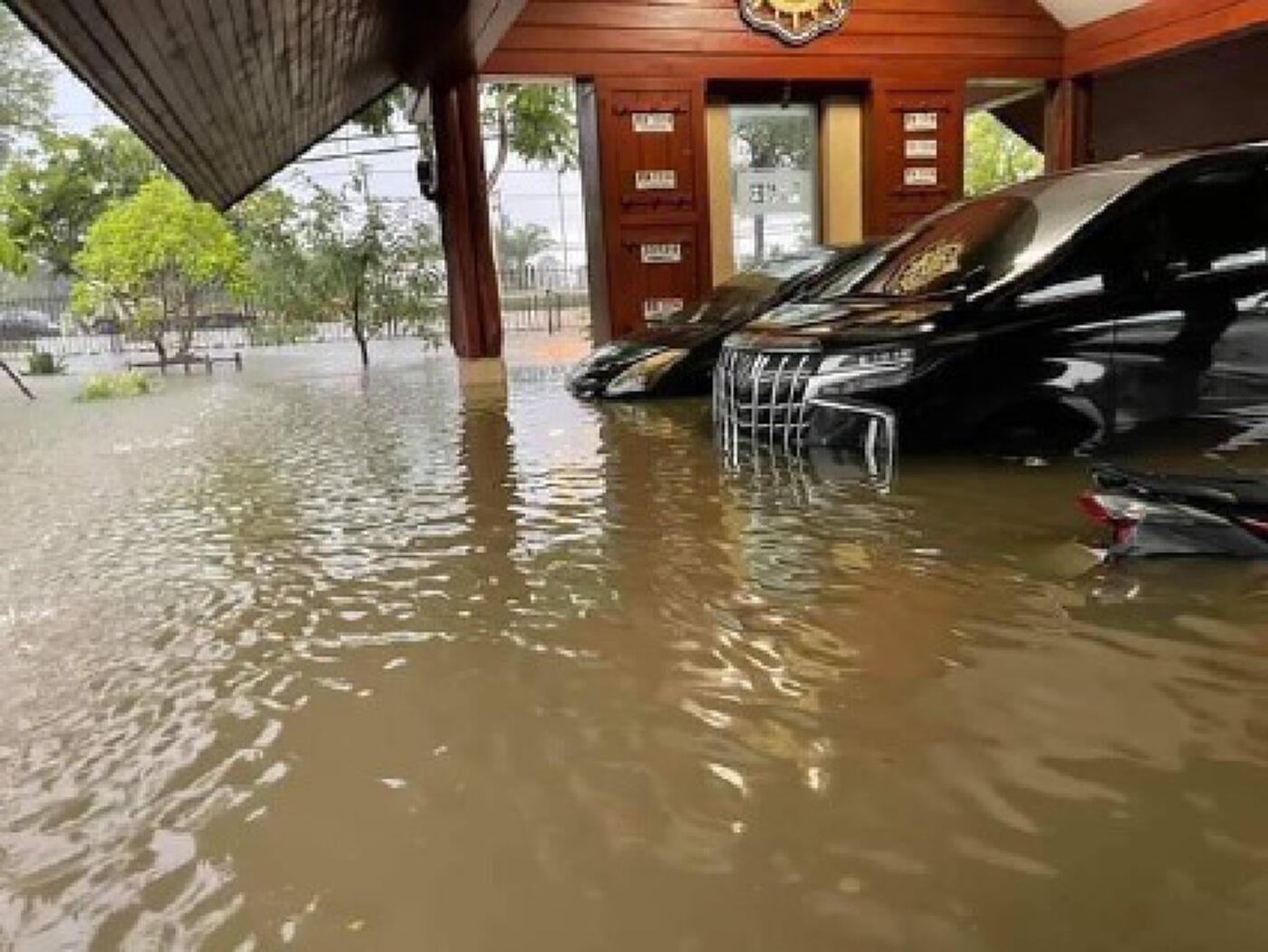 """สุโขทัย """"น้ำท่วม"""" หนัก บ้าน """"สมศักดิ์ เทพสุทิน"""" อ่วม"""