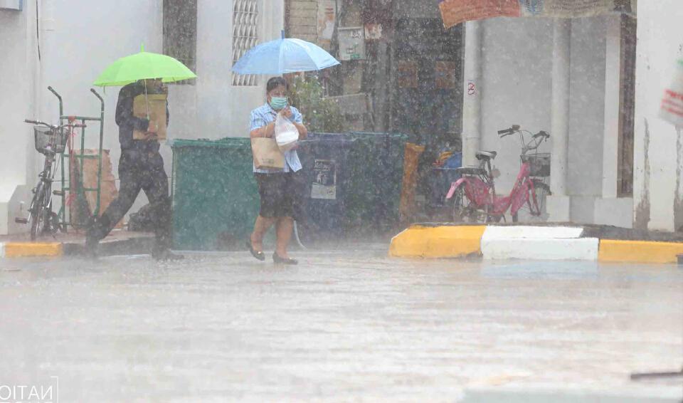 """""""พยากรณ์อากาศ"""" วันนี้ ประเทศไทย ฝนลดลงแต่ยังคงมีฝนตกหนักบางพื้นที่"""