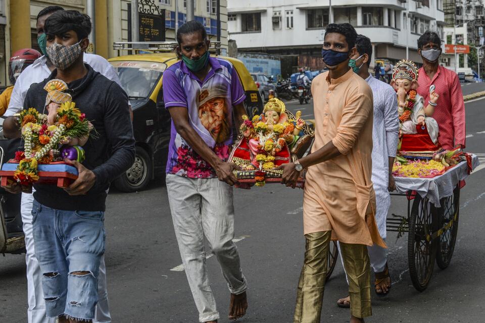 ระลอก 3 มาแล้ว! อินเดียคุมเทศกาลศาสนาหวั่นติดเชื้อพุ่ง