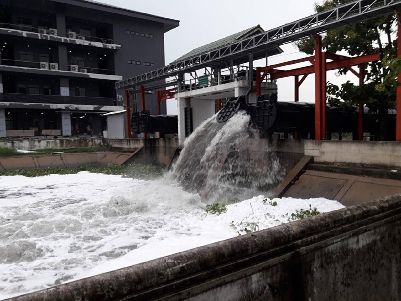 กรมชลประทาน แจ้งด่วนที่สุดทุกหน่วยงาน นนทบุรี รับมือน้ำท่วม 24 ชั่วโมง