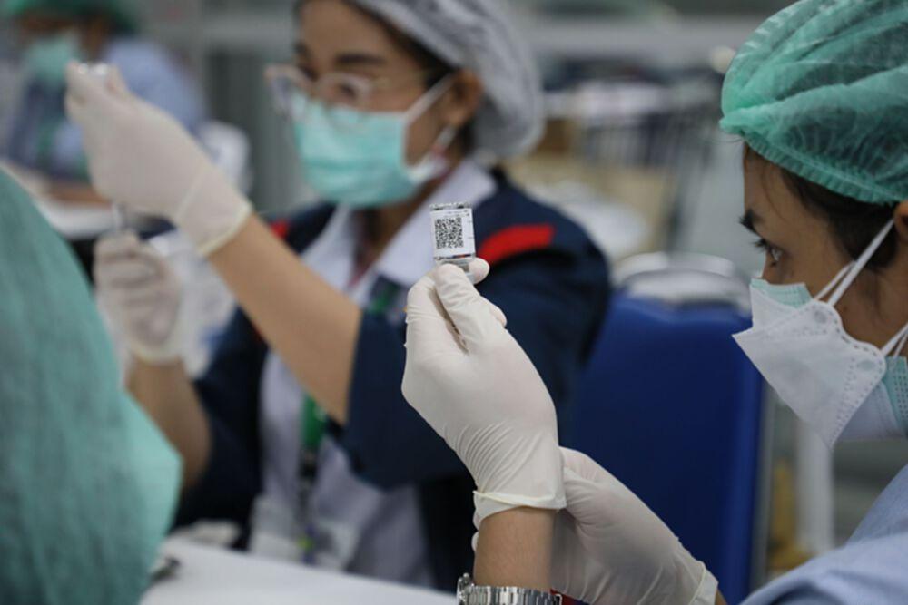 """กทม. ฉีดวัคซีน """"ไฟเซอร์"""" นักเรียนกลุ่มเสี่ยง ยังไม่พบผลข้างเคียง"""