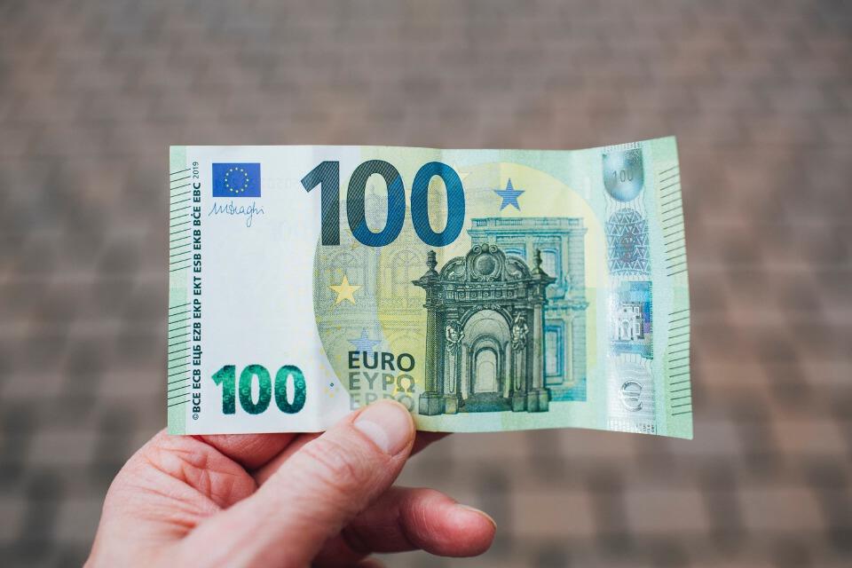 ฝรั่งเศสโอนเงิน100 ยูโรเข้าบ/ช.ประชาชนโดยตรงเยียวยาน้ำมันแพง