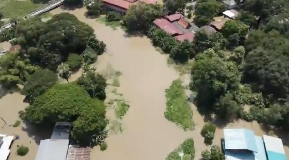พนังกั้นน้ำคลองสาขาคลองชัยนาท-ป่าสัก พังซ่อมยังไม่เสร็จ น้ำท่วมวงกว้าง