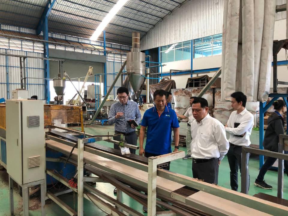 """5 องค์กรชู """"กรีนพลาส พาเลท"""" ไม้เทียมจากพลาสติกใช้แล้วสู่ภาคอุตสาหกรรม"""