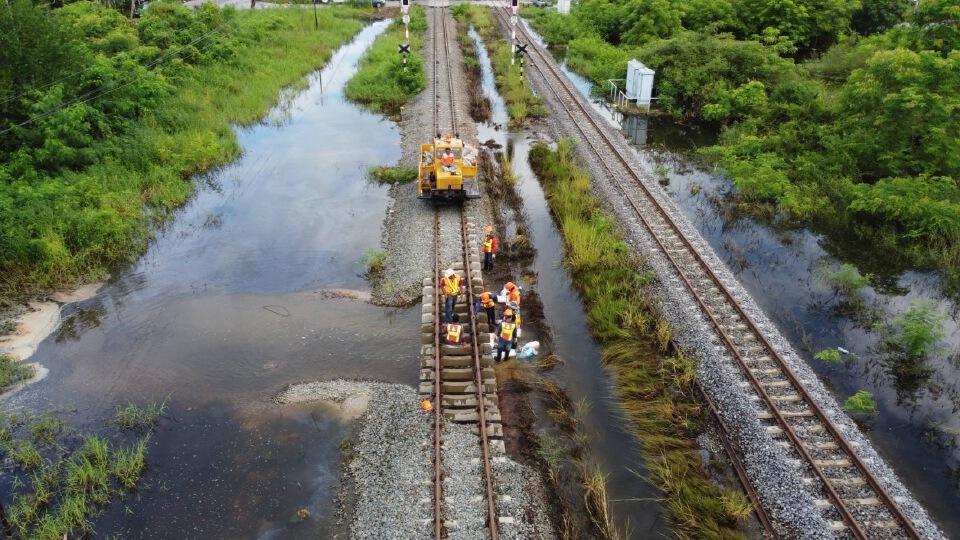 รฟท. เปิดเดินรถในเส้นทางสายเหนือ 14 ขบวน หลังถูกน้ำท่วม