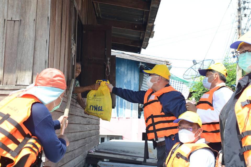 """""""สุพัฒนพงษ์"""" ลงพื้นที่ จ.ลพบุรี มอบถุงยังชีพ ช่วยผู้ประสบภัยน้ำท่วม"""