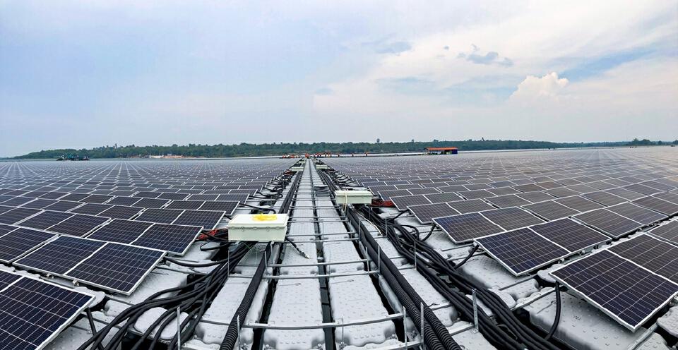 """""""สุพัฒนพงษ์"""" ยก """"โซลาร์เซลล์ลอยน้ำไฮบริด"""" ต้นแบบโรงผลิตไฟฟ้าพลังงานสะอาด"""