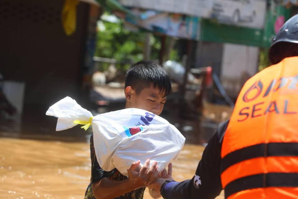 ปตท.ส่งทีม PTT Group SEALs ช่วยผู้ประสบภัยน้ำท่วมที่ได้รับผลกระทบทันที