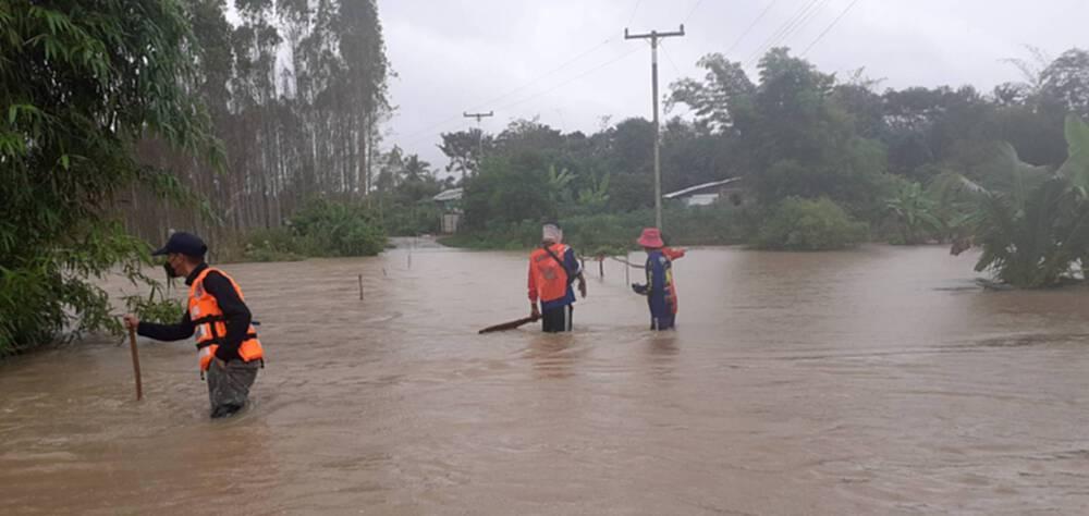 """ปภ.อัพเดต 18 ต.ค.ร่องมรสุมผ่านไทยทำ """"น้ำท่วม"""" 8 จว.-กระทบ 2,909 ครัวเรือน"""
