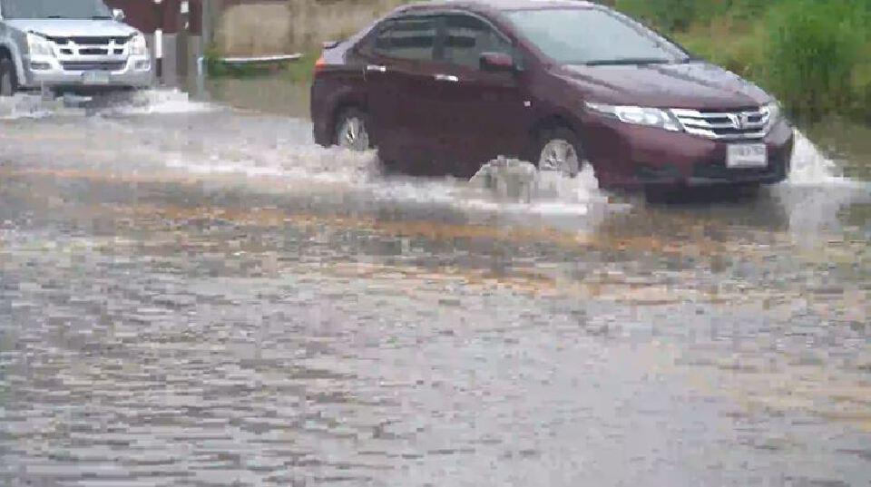 """อิทธิพล """"คมปาซุ"""" เกิดฝนตกหนักทั่วทั้งจังหวัด น้ำท่วมขังรอการระบาย"""
