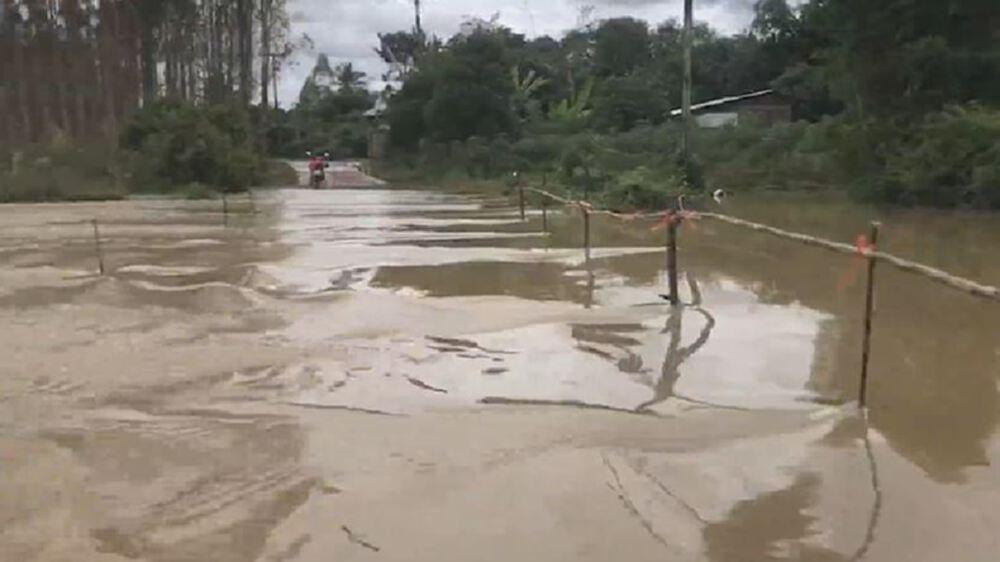 น้ำล้นคลองพระปรง เข้าท่วมบ้านเรือน ปชช. ถูกตัดขาดแล้ว 49 หลังคาเรือน