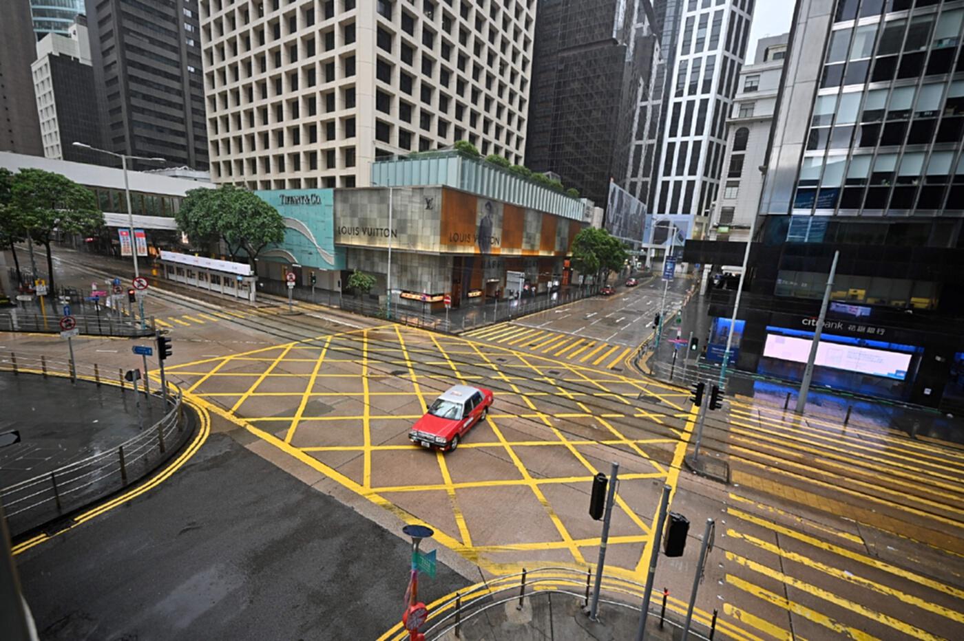 ตลาดหุ้นฮ่องกงระงับซื้อขายช่วงเช้าเหตุพายุไต้ฝุ่น คมปาซุ พัดถล่ม